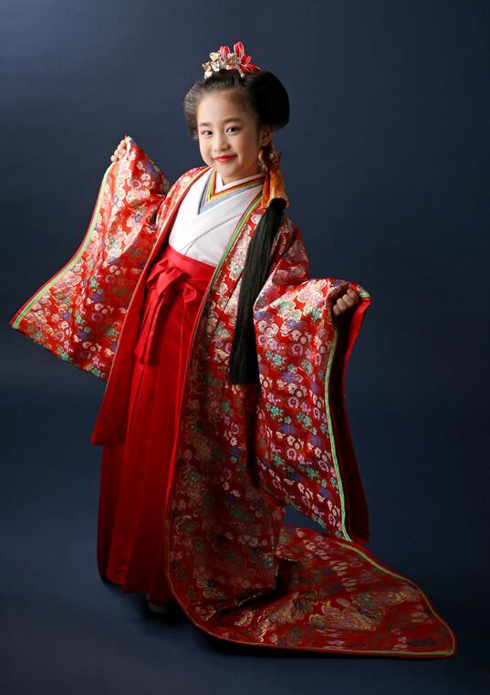 七歳 平安赤姫(へいあんあかひめ)十二単