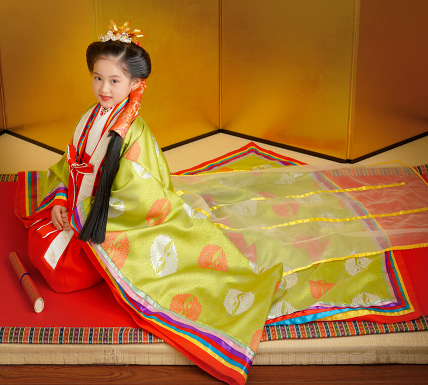 特別な式典で皇族の方が着られる十二単をイメージしました。